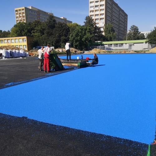 Sportoviště na Bulharské dostává umělý povrch
